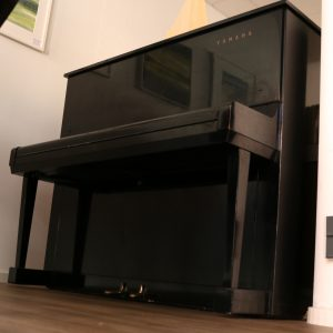 Yamaha U3 Piano schwarz gebraucht komplett überprüft Piano-Stark