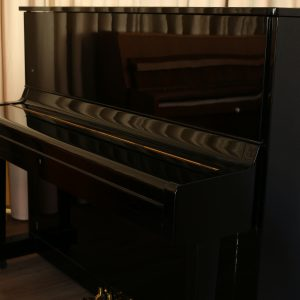 Yamaha U1 Piano schwarz gebraucht komplett überprüft Piano-Stark