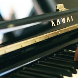 Kawai Klavier schwarz gebraucht komplett überprüft Piano-Stark