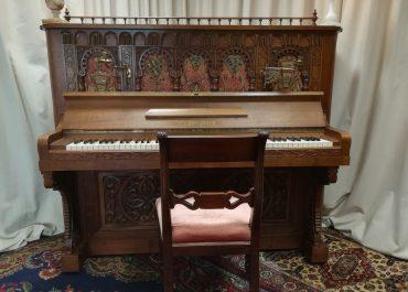 Konzert auf antiken Klavier