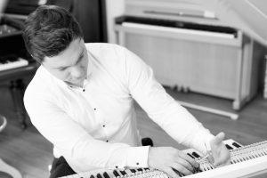 Klavierreparatur Karlsruhe - Klavier reparieren lassen vom Fachmann - Piano Stark