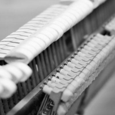 Klavier reparieren lassen Karlsruhe - Klavierreparatur vom Fachmann - Piano Stark