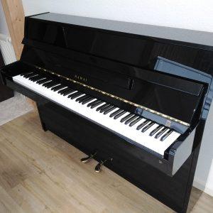 Kawai Klavier in schwarz - Piano Stark